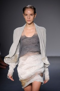 Calvin+Klein+Runway+Spring+2010+MBFW+61beV8maYMEl 200x300 New York Fashion Week Spring 2010  Last Day!