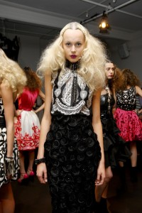 Naeem+Khan+Presentation+Spring+2010+MBFW+ETvwxSQOPIYl 200x300 New York Fashion Week Spring 2010  Last Day!