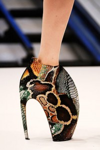 image 1.axd 200x300 Alexander McQueen at Paris Fashion Week
