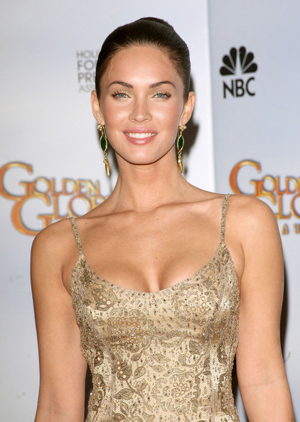 66th+Annual+Golden+Globe+Awards+Press+Room+VDbTM3IfvOal1 A Look Back at 2009s Red Carpet