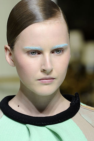 00170m Spotted: Colored Eyebrows at Balenciaga!