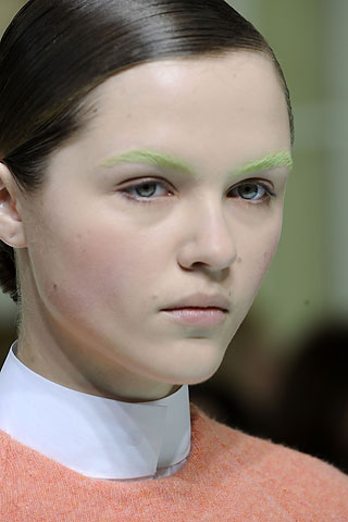 00340m Spotted: Colored Eyebrows at Balenciaga!