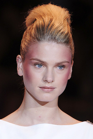 CHRISTIAN SIRIANOBlush Spring 2011 Trend: C Shaped Blush