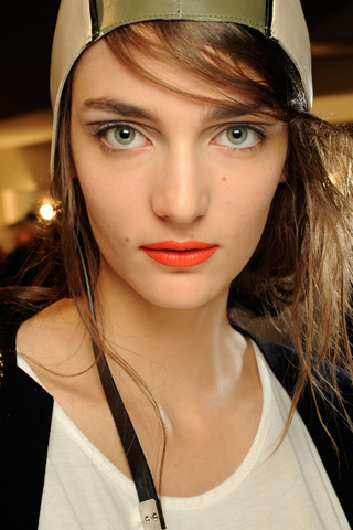 Fashion style Orange bright lips at ohne titel ss for woman