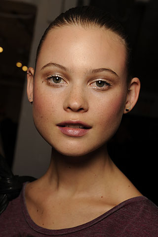Pretty Runway Makeup New Year's Eve Makeup Ideas