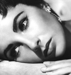 ElizabethTaylor Elizabeth Taylor   The Passing of a Beauty Icon