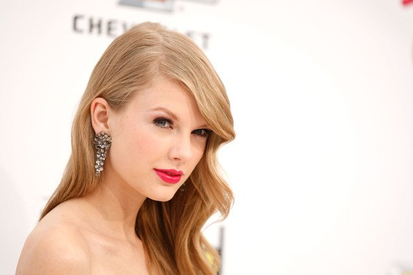 2011+Billboard+Music+Awards Celebrity Makeup Trend SS 2011: Hot Pink Lips
