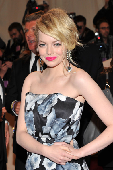 Emma+Stonepink lips Met Gala Celebrity Makeup Trend SS 2011: Hot Pink Lips