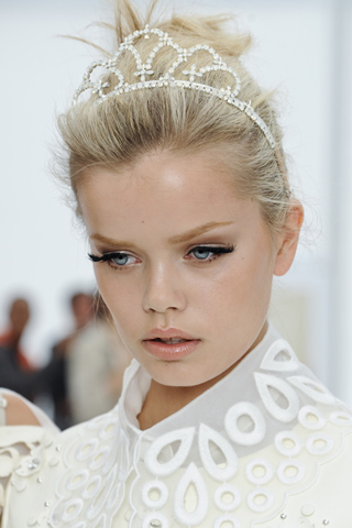 Louis V Paris Fashion Week: Louis Vuitton Spring 2012